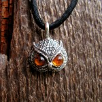 OWL PENDANT WITH AMBER EYES